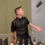 service-cocktails-barman- flair-starcruise2